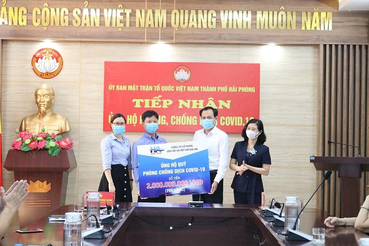 """Hải An Group ủng hộ Quỹ """"Hỗ trợ mua vắc xin phòng chống dịch  Covid-19"""" của Liên đoàn Lao động TP Hải Phòng 2 tỷ đồng"""
